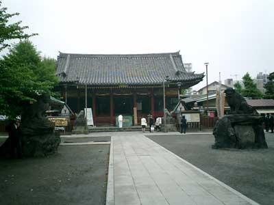 080427 浅草神社の境内