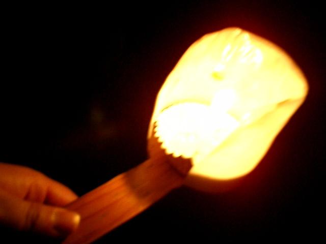 041127江ノ島岩窟の蝋燭